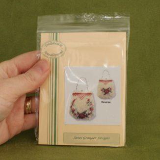 Dollhouse needlepoint handbag purse Rose reticule kit pack