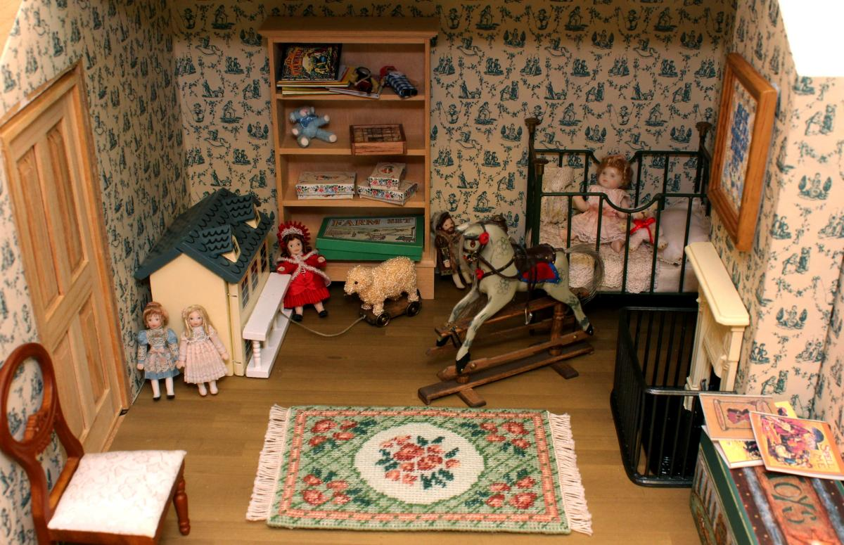 Janet's dollhouse nursery